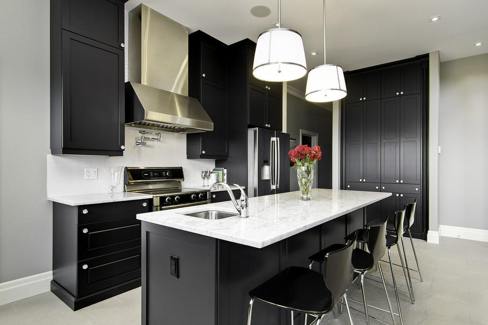 مطبخ أسود 9 أناقة وروعة الأسود في تصميمات مطابخ عصرية وكلاسيكية