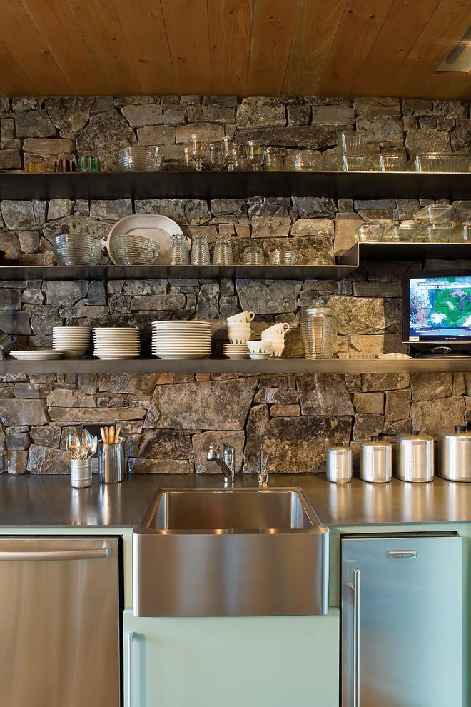 مطبخ بحوائط حجرية 4ا الحوائط الحجرية.. لمسة فخامة وتميز في المطبخ