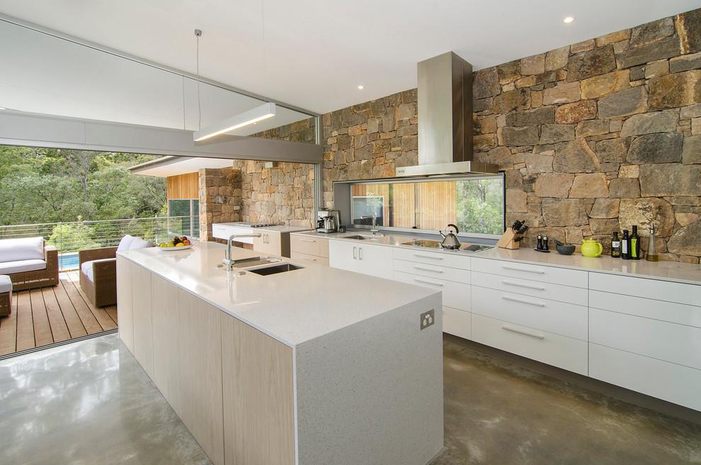 مطبخ بحوائط حجرية 6 الحوائط الحجرية.. لمسة فخامة وتميز في المطبخ