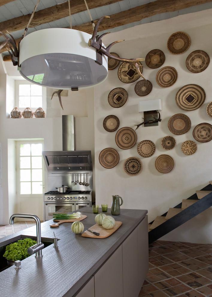 مطبخ بديكورات مبتكرة 1 منزل متميز بديكورات مستوحاة من الطبيعة وأعماق البحار