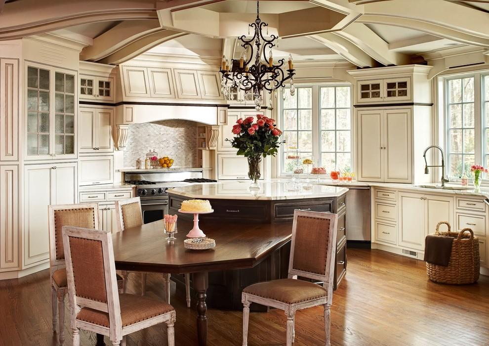 مطبخ كلاسيكي فخم 3 الفخامة والأناقة في تصميمات 10 مطابخ كلاسيكية جميلة