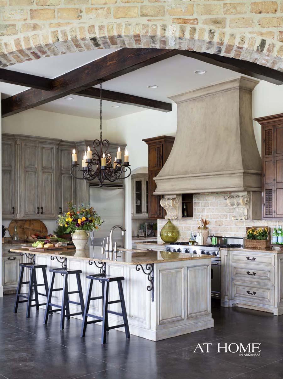 مطبخ كلاسيكي فخم 8 الفخامة والأناقة في تصميمات 10 مطابخ كلاسيكية جميلة