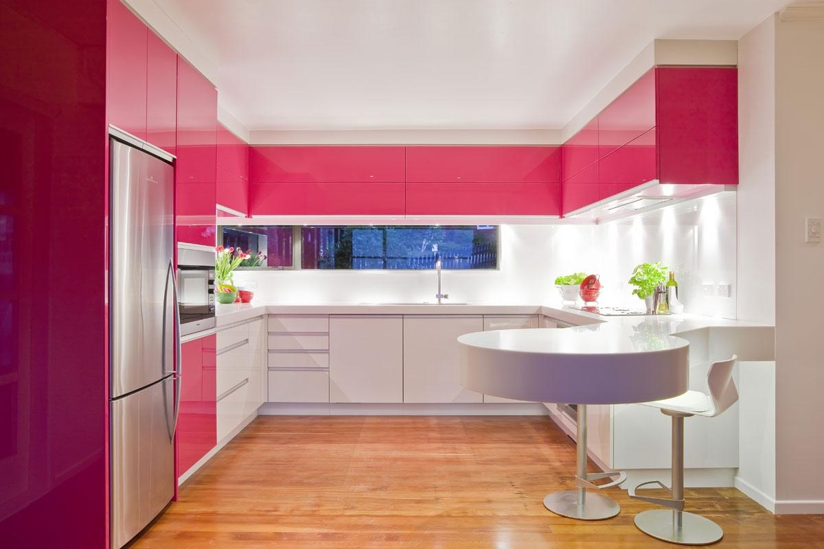 مطبخ وردي الألوان الجريئة... موضة تصاميم مطابخ 2016