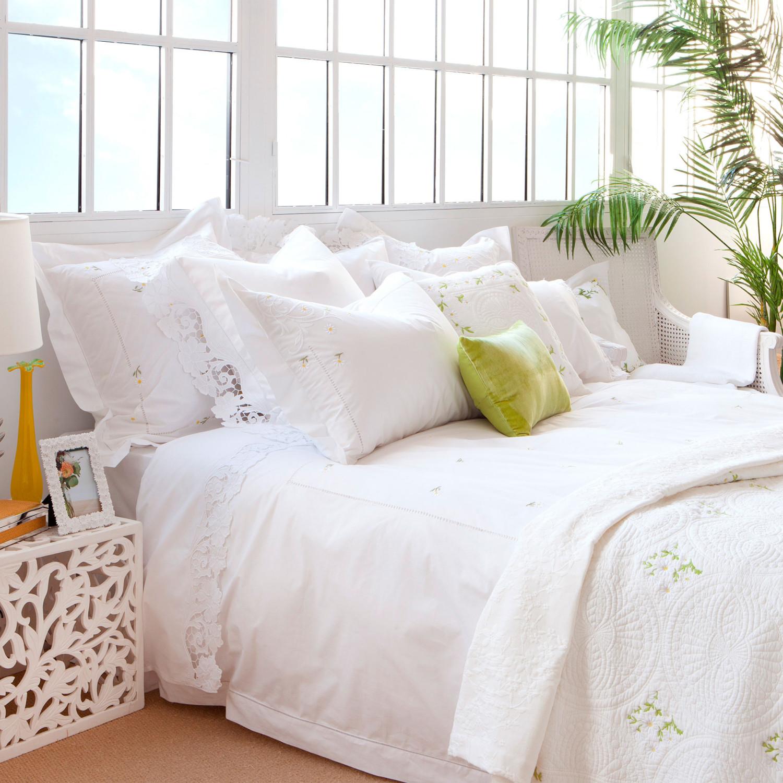 مفروشات بيضاء مطرزة 11 1500x1500 مفروشات سرير بتصميمات رائعة وأذواق راقية من Zara Home