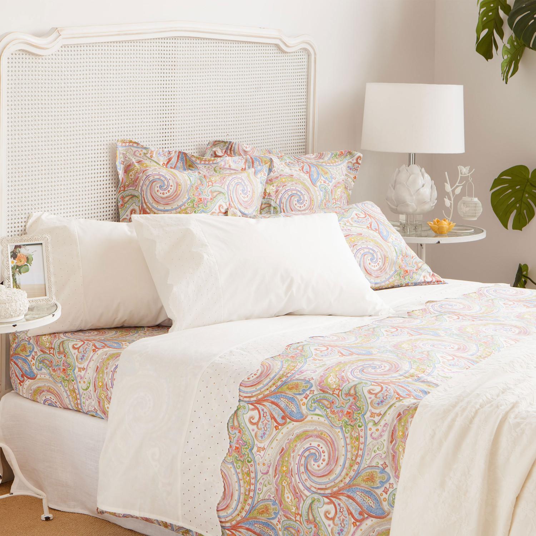 مفروشات ملونة 2 1500x1500 مفروشات سرير بتصميمات رائعة وأذواق راقية من Zara Home