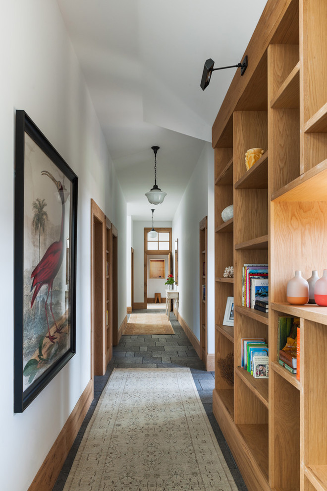 مكتبة في الرواق 1 7 أفكار أنيقة وعملية لديكورات أروقة المنازل