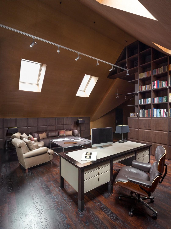 مكتب بتصميم أنيق 1120x1500 منزل فخم يجمع الديكور الكلاسيك والمودرن بشكل فني رائع