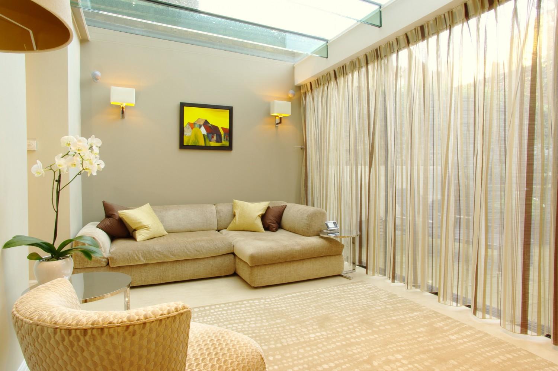 1 beige sofa and curtains 1500x996 البساطة و الرقى هما سر جمال منزلك