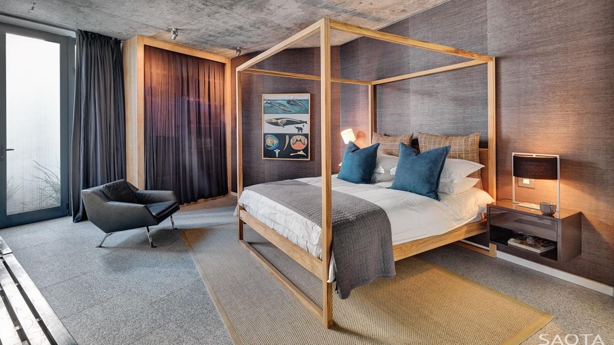 2 سرير ذي أعمدة خشبية 2 سرير ذي أعمدة خشبية