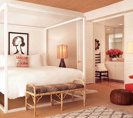 4 سرير بأعمدة بيضاء