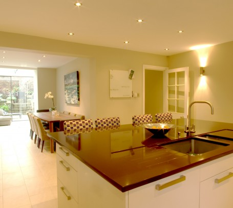 6-kitchen-with-dining-table