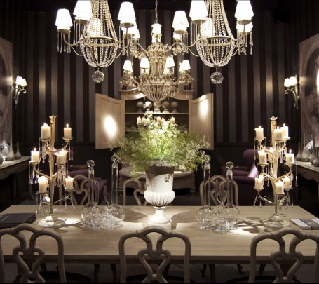 classical-dining-room-with-candles