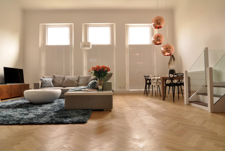 warm modern living room 1500x1003 الدفء والأناقة في غرفة معيشة عصرية غير تقليدية