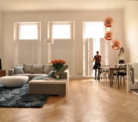 warm-modern-living-room-sun-light