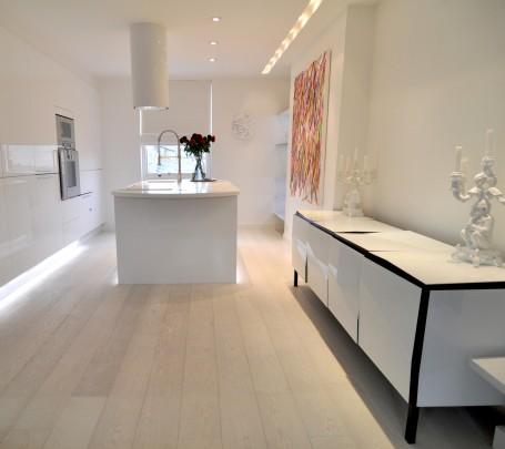 white-kitchen-sleek