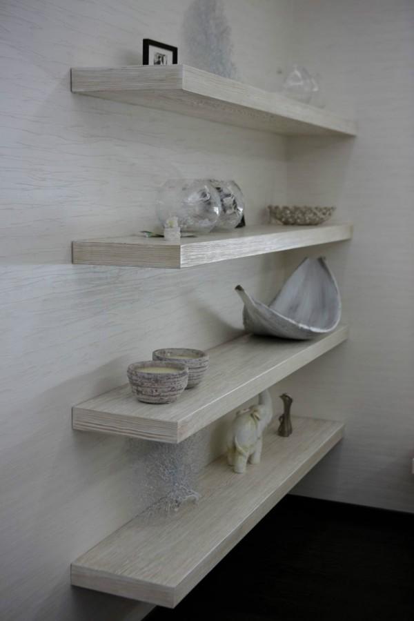 white wood shelving 600x900 ٦ غرف نوم بتصميم عصري مودرن